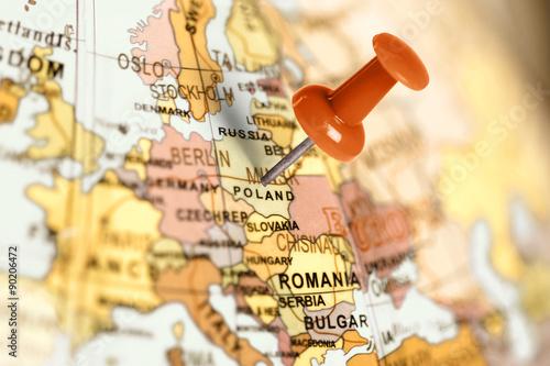lokalizacja-polska-czerwona-pinezka-na-mapie