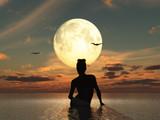 Mujer en el mar frente a la luna llena