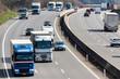 Lastwagen auf der Autobahn - 90287046