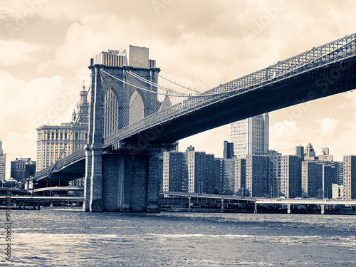 The Brooklyn Bridge in New York - 90408429