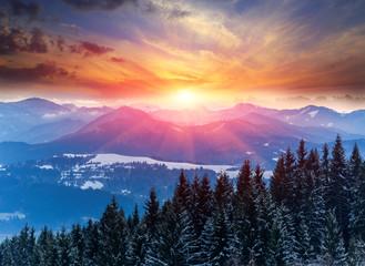 zachód słońca w górach zimą