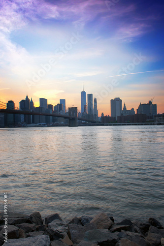 Poster Skyline of Manhattan in New York at Dusk