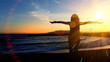 Obrazy na płótnie, fototapety, zdjęcia, fotoobrazy drukowane : Girl with sunset