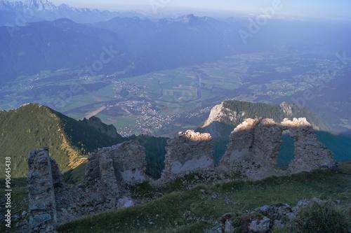Ruine am Berggipfel