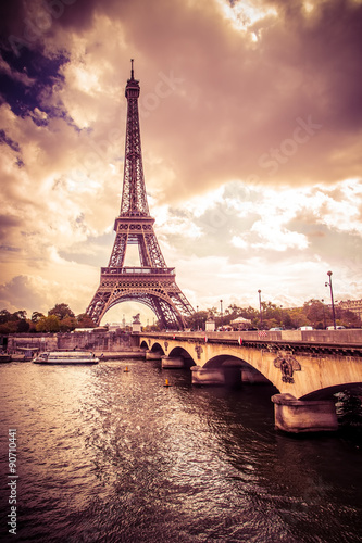 Papiers peints Tour Eiffel Beautiful Eiffel Tower in Paris France under golden light