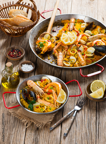 Canvastavla Spanish Paella with Shrimp and Clams