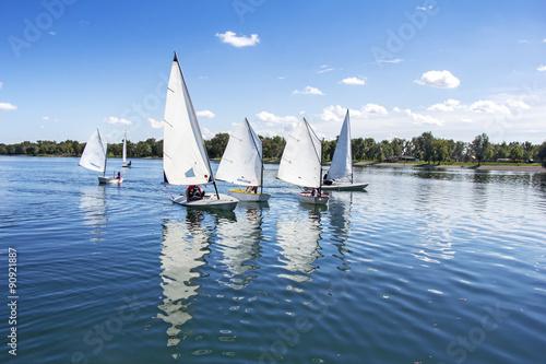 Fotobehang Zeilen Sailing on the lake