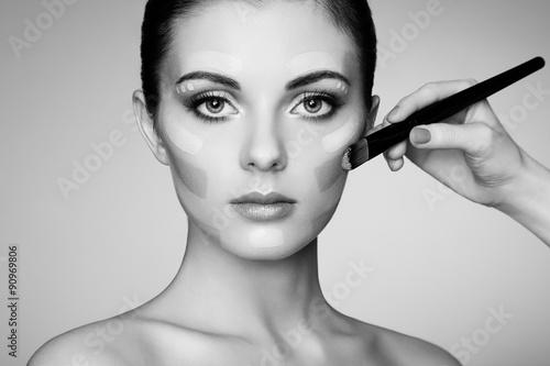 Tela Makeup artist applies skintone