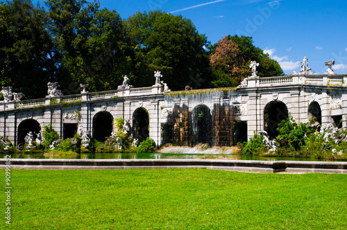 Fontana giardini inglesi reggia di caserta immagini e for Giardini inglesi