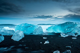 Fototapety icebergs at crystal black beach in south Iceland