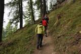 escursione in montagna camminare nordic walking