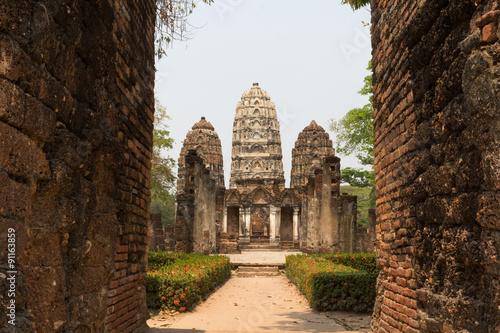 In de dag Triple pagodas behind the gate