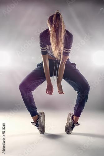 Fototapeta Hip Hop Tänzerin währen einer Aufführung