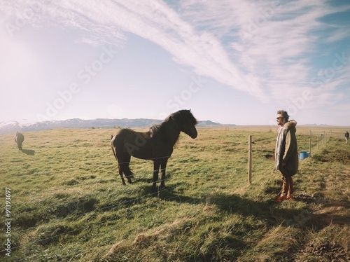 Foto op Aluminium Exclusieve man in front of beautiful black islandic horse