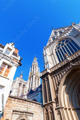 In de dag Antwerpen Seitenansicht der Liebfrauenkirche in Antwerpen, Belgien