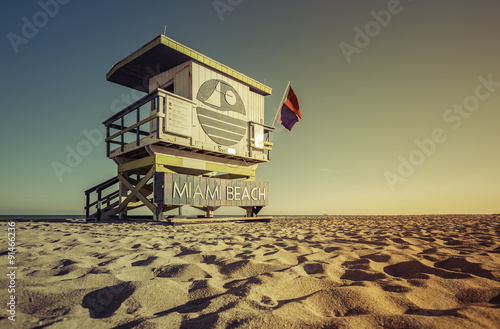 Foto op Aluminium Strand Lifeguard Tower in South Beach, Miami Beach