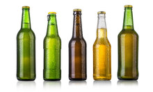 un conjunto de botellas de cerveza