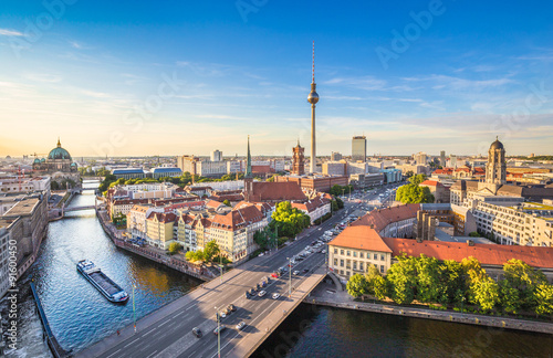Poster Berlin skyline panorama with TV tower and Spree river at sunset, Germany