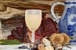 Постер, плакат: ein Glas mit neuem Wein und Esskastanien