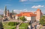 Zamek Królewski na Wawelu i katedra wawelska widziane z wieży Sandomierskiej w słoneczne popołudnie