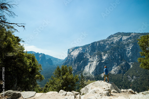 Plakat Man looking at idyllic view of Yosemite National Park valley during summer vacat