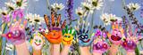 Glücklich sein: Hände spielender Kinder vor Blumenwiese :) - Fine Art prints
