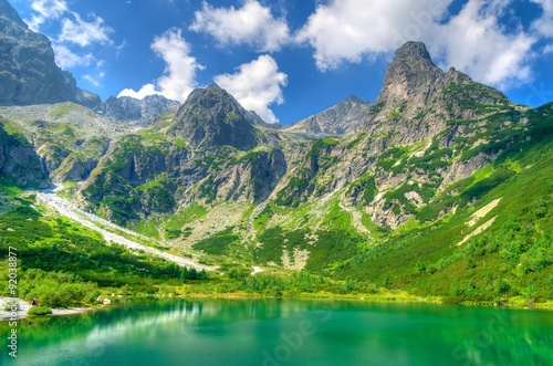 mata magnetyczna Summer landscape. Lake in mountains. Zelene Pleso lake and summits in High Tatra Mountains, Slovakia.