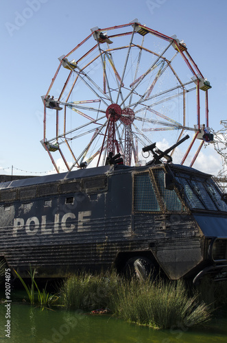Poster camion police dismaland