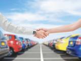 Stretta di mano acquisto vendita automobile