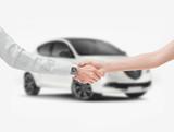 Stretta di mano vendita automobile nuova