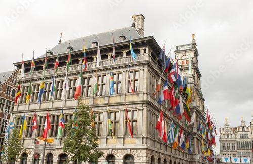 Keuken foto achterwand Antwerpen Town Hall in Antwerp with flags