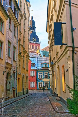 Obraz na Szkle Narrow streets in the capital of Latvia