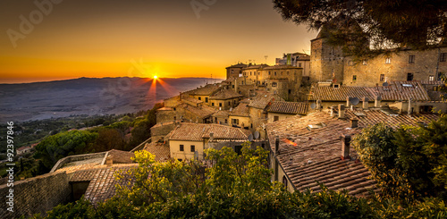 Zdjęcia na płótnie, fototapety na wymiar, obrazy na ścianę : Volterra Sunset
