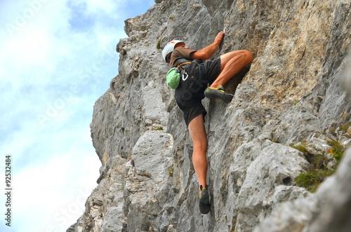 Poster Klettern frei an steilem Fels