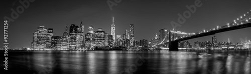 manhattan night view from brooklyn in black and white - 92771254
