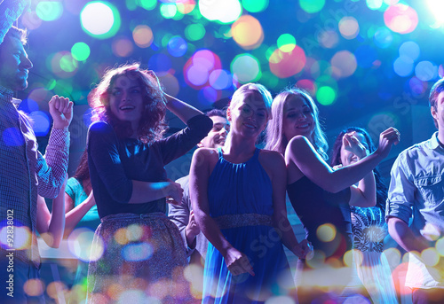 mata magnetyczna group of happy friends dancing in night club
