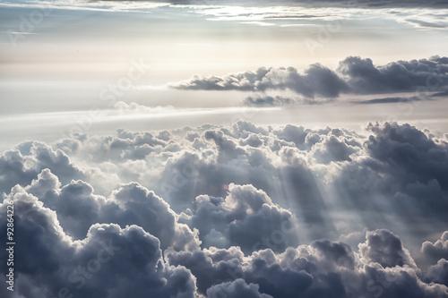 ciemne-zachmurzone-niebo
