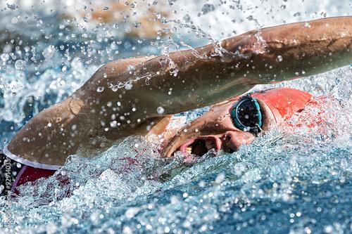 Póster Kraulschwimmer im Wettkampf
