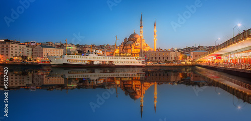 Poster, Tablou Panorama of Istanbul at a dramatic sunset