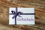 Fototapety Gutschein - Briefumschlag mit lila Schleife