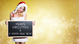 attraktive Miss Santa mit einer Kreidetafel