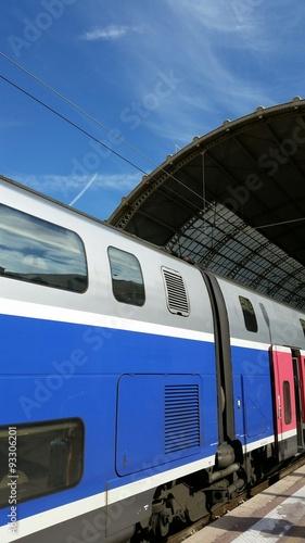 Train Rapide en Gare