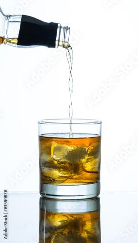nalewanie-whisky