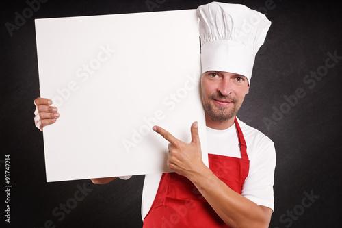 Koch mit bart h lt leeres werbeplakat for Koch mit bart