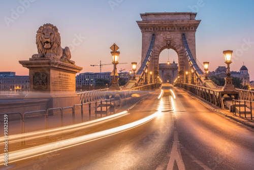 Poster The Szechenyi Chain Bridge (Budapest, Hungary) in the sunrise