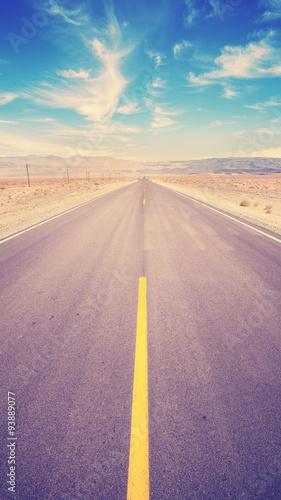 retro-rocznika-stonowana-pustynna-autostrada-usa