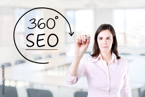 Poster Businesswoman drawing a 360 degrees SEO concept on the virtual screen