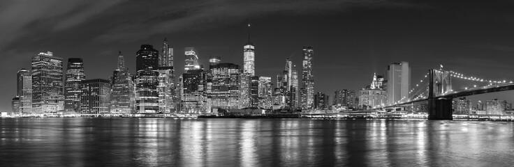 Black and white New York City w nocy zdjęcie panoramiczne, Stany Zjednoczone Ameryki.