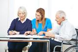 Fototapety Beratung von Senioren im Pflegeheim