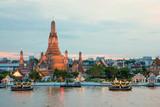 Fototapety Wat Arun and cruise ship in night ,Bangkok city ,Thailand